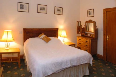 Brecon Beacons Hotels - AB28 Bedroom, Craig y Nos Castle
