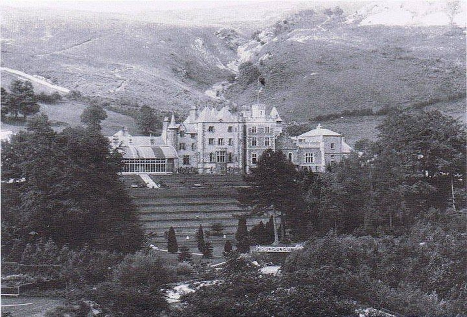 A more recent 1930's phto of Craig y Nos Castle taken from the rear of the castlle.